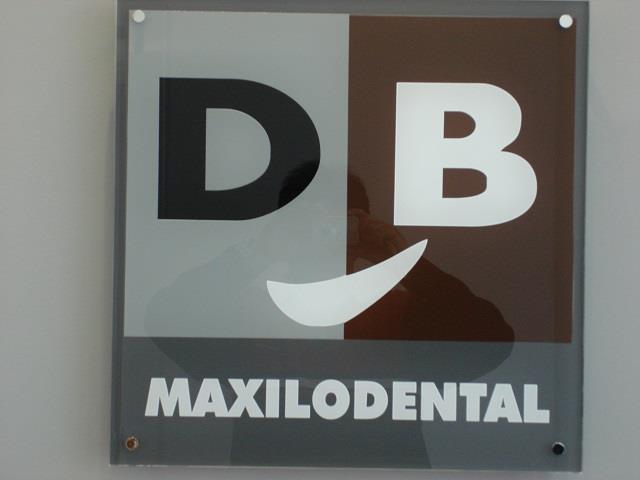 DB MAXILODENTAL, CLÍNICA DENTAL EN BADAJOZ, IMPLANTES EN BADAJOZ, BRACKETS EN BADAJOZ, CIRUGÍA DENTAL EN BADAJOZ