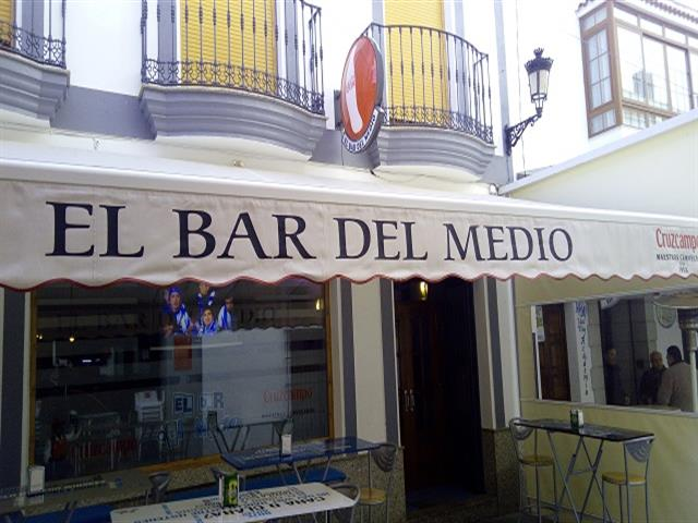 EL BAR DEL MEDIO, TAPAS EN SANTA MARTA, COPAS EN SANTA MARTA, RACIONES EN SANTA MARTA