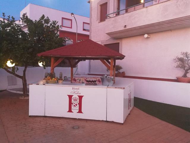HOTEL RESTAURANTE KIKA, S.L.  SALÓN DE BODAS EN SANTA MARTA DE LOS BARROS, MENÚS ECONÓMICOS EN SANTA MARTA DE LOS BARROS,  HOTEL EN SANTA MARTA