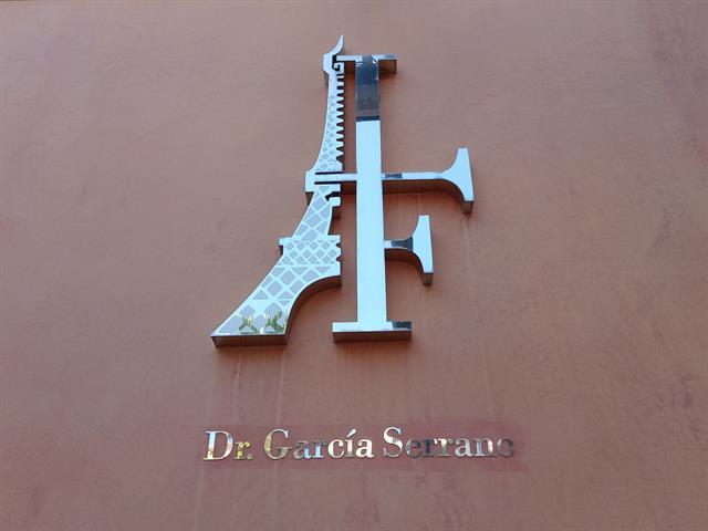 CLINICA DENTAL PARIS, DENTISTA EN CACERES, CIRUGIA BUCAL EN CACERES,