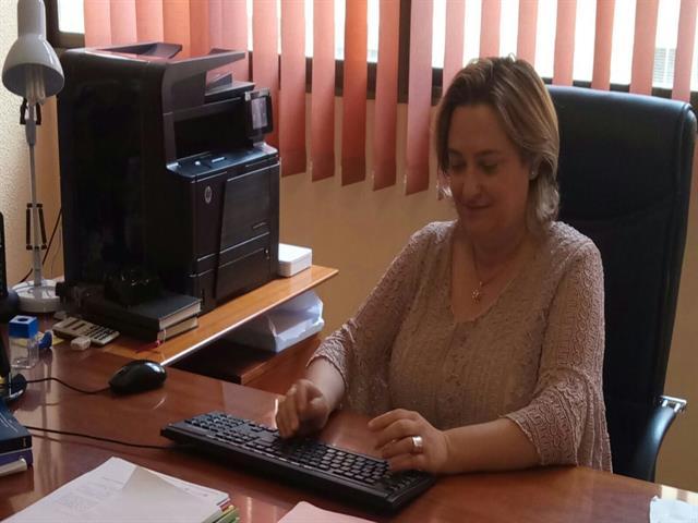 Mª DOLORES FERNANDEZ SANZ, PERITO CALIGRAFO