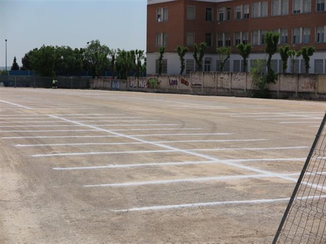 El Ayuntamiento habilita un aparcamiento provisional en el polideportivo de San Isidro por las obras de la avenida de Fuerzas Armadas