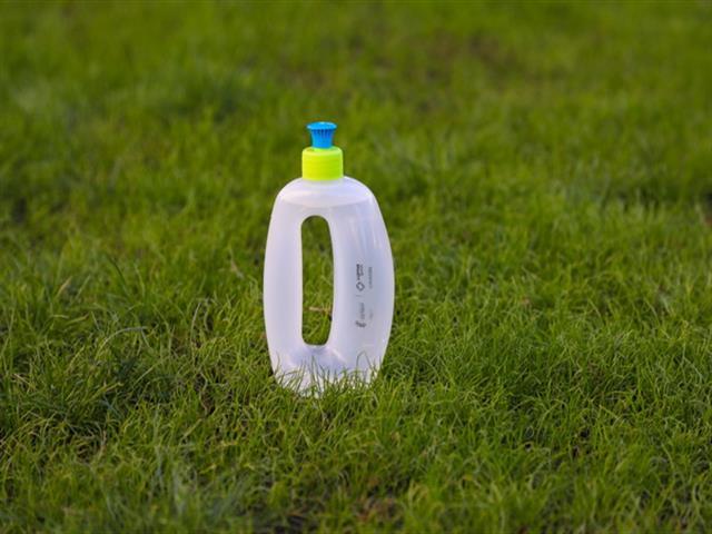 LYMA entregará 8.000 botellas a los dueños de perros para que limpien los orines de sus mascotas en la calle