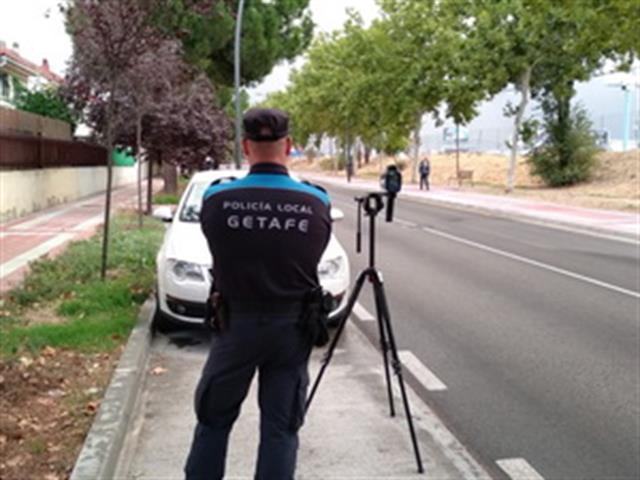 La Policía Local realiza controles de velocidad para garantizar la seguridad en avenidas y calles de la ciudad