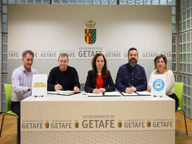El Gobierno Municipal fomenta el pequeño comercio de Getafe entre personas mayores y jóvenes