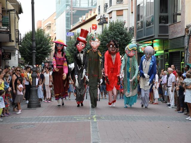Las calles de Getafe se han llenado de color, música, magia, circo, juegos e intervenciones artísticas, con el 'Cucafest' festival de cultura de calle