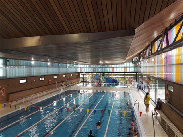 La piscina cubierta del complejo deportivo Alhóndiga-Sector III estrena nuevo sistema de iluminación