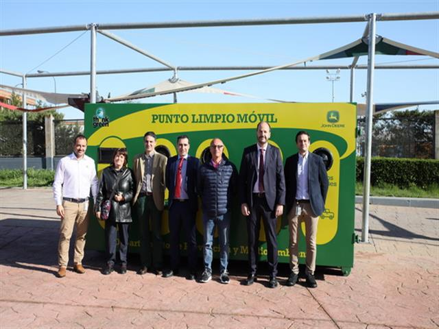 LYMA y John Deere instalan un punto limpio móvil en La Alhóndiga