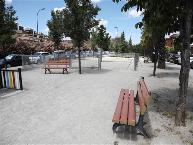 El Ayuntamiento de Getafe comienza a instalar una nueva área de esparcimiento canino en Getafe Centro