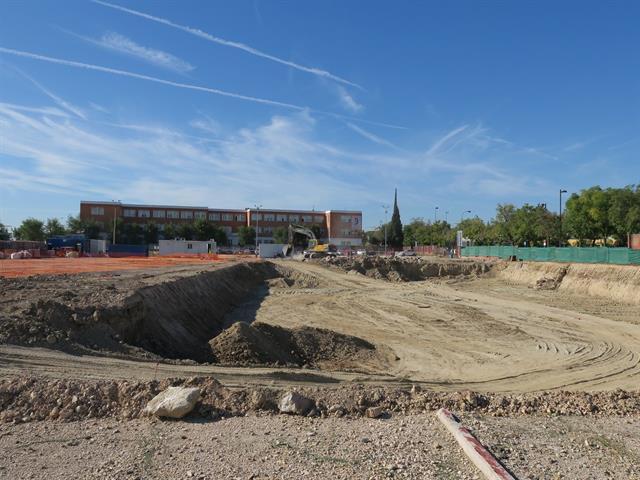 Una rotura del Canal de Isabel II obliga a paralizar las obras del Polideportivo San Isidro