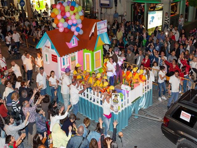 La Asociación Juvenil Ankara se alzó con el primer premio del Desfile de Carrozas