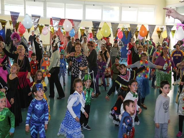 El Ayuntamiento organiza una jornada intergeneracional entre abuelos y nietos para disfrutar del Carnaval
