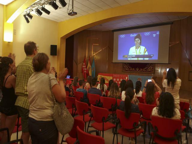 Centenares de leganenses vivieron la medalla olímpica de Eva Calvo en el Centro Municipal Las Dehesillas