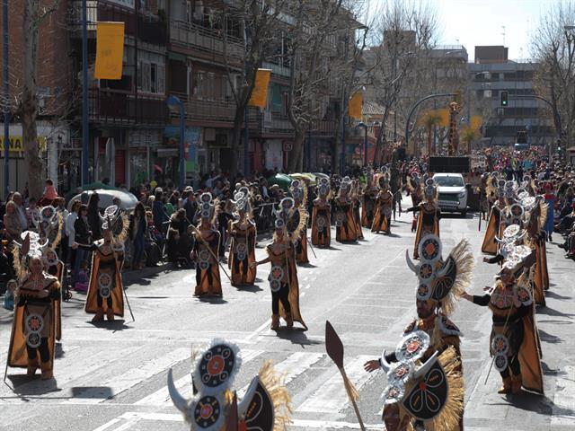 La ciudad se vistió de color, música y animación para vivir con pasión los desfiles de Carnaval de Leganés y La Fortuna