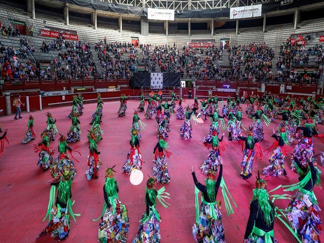 70.000 vecinos salieron a las calles para disfrutar de los desfiles de Carnaval de La Fortuna y Leganés, que por primera vez finalizó en el interior de La Cubierta
