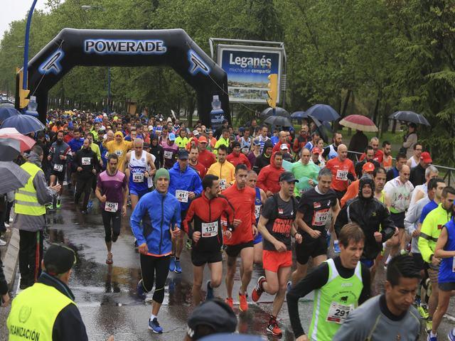 Más de medio millar de corredores desafían a la lluvia