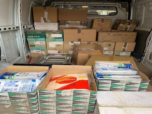 El Ayuntamiento de Leganés entrega al Hospital Severo Ochoa cerca de 60.000 pares de guantes, mascarillas, trajes de protección y gafas para colaborar con la emergencia sanitaria
