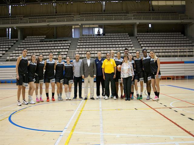 El campeón del mundo Pepu Hernández se convierte en entrenador del Baloncesto Leganés por un día