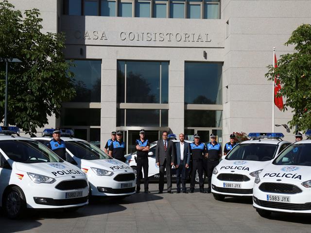 El alcalde presenta los 7 nuevos vehículos que reforzarán el servicio de Policía Local de Leganés