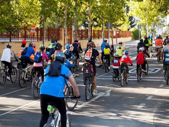 Un millar de leganenses se suben a la bicicleta para concluir la Semana de la Movilidad y el Reciclaje apostando por hábitos sostenibles