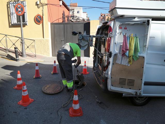 El Ayuntamiento pone en marcha la campaña de poda y la limpieza preventiva de la red de saneamiento