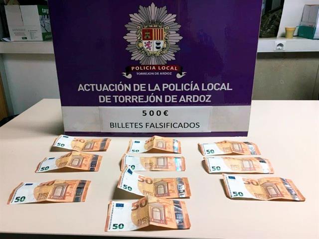 La Policía Local de Torrejón de Ardoz detiene a un individuo que llevaba 500 euros en billetes falsos