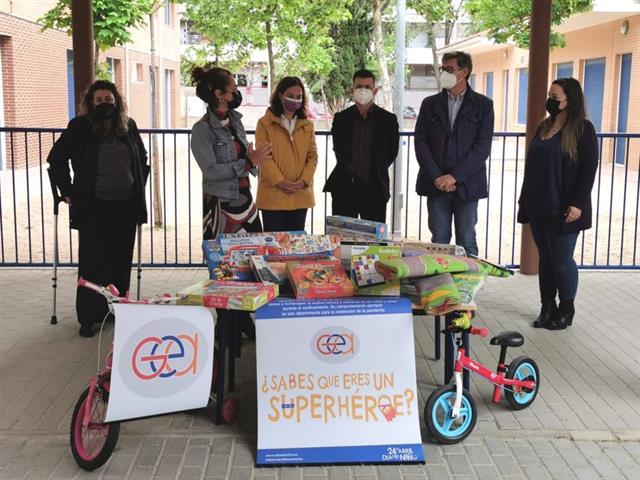 Unesco Getafe y GEA-Madrid entregan 800 juguetes para niños y niñas de la ciudad