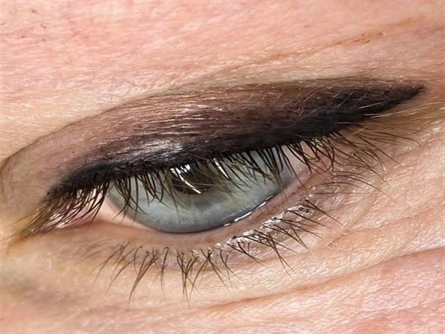 Delineado permanente de ojos 79€